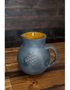 Melnās keramikas krūka
