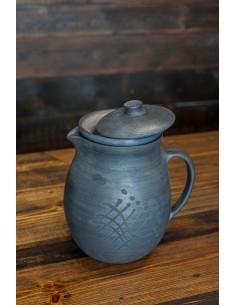 Melnās keramikas krūka ar...